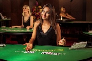 Live Casino Gambling VS Online Casino – The Pros and Cons